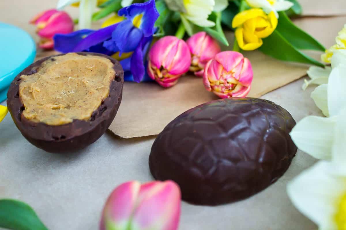 Vanilla-Almond Caramel Easter Eggs (vegan + gluten-free + sugar-free)