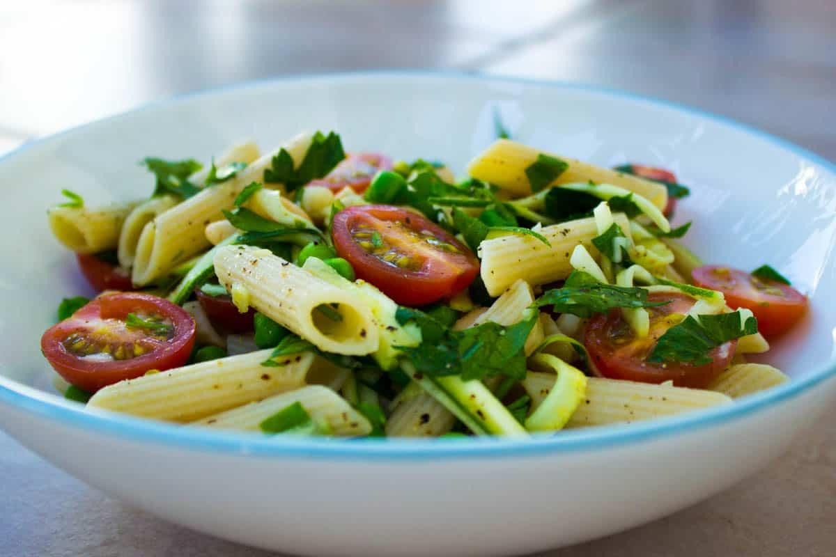 Quick Parsley, Pea and Tomato Pasta (vegan + gf)
