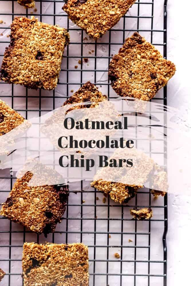Chocolate Chip Oat Bars with no refined sugar. Simple recipe, 5 ingredients, ready in 40 minutes. Completely vegan and gluten free too. Perfect for a healthy snack or dessert! #oats #dessert #glutenfree #vegan #sugarfree #chocolate #healthysnack