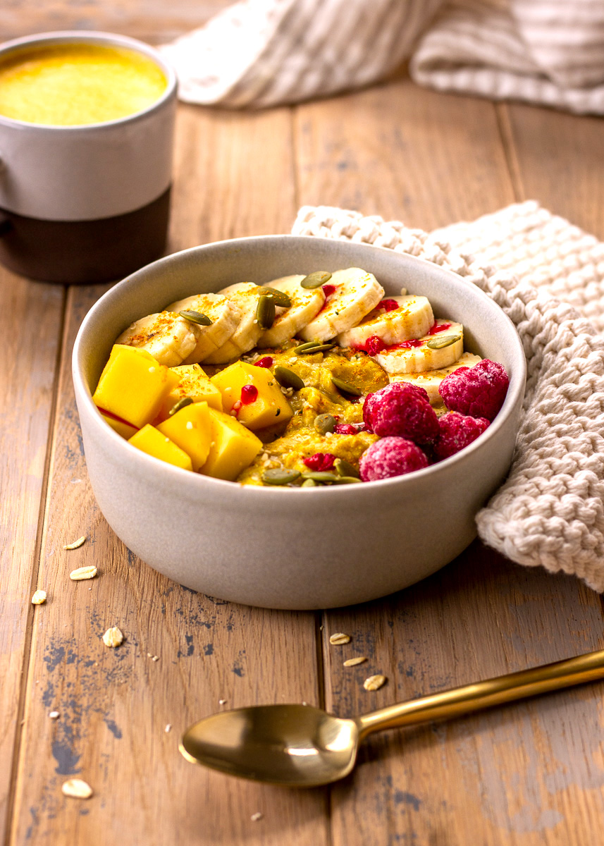 Image of gluten free vegan Golden Turmeric Oatmeal by Vancouver with Love.