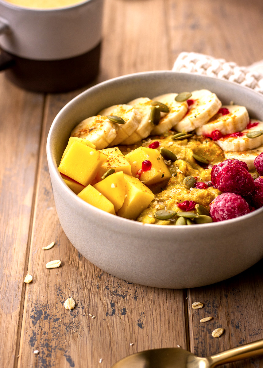 Gluten free vegan Golden Turmeric Oatmeal by Vancouver with Love.